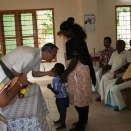 Il nostro presidente durante la consegna del contributo del progetto We Care Center lo scorso agosto